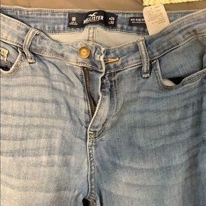 Hollister jeans, 9R. Mid rise
